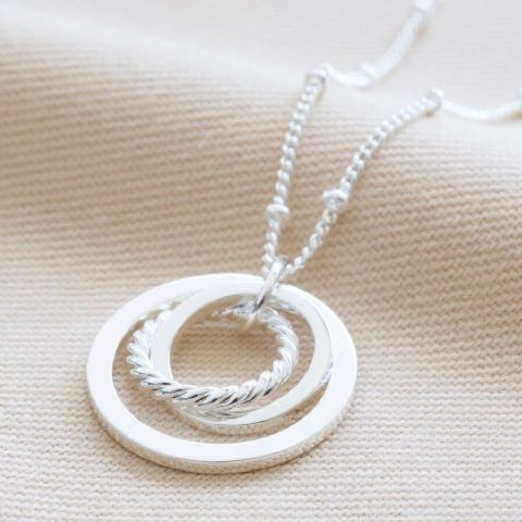 SILVER MIXED SIZE INTERLOCKING RING NECKLACE